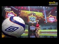 《自由足球》发布现场花式足球表演