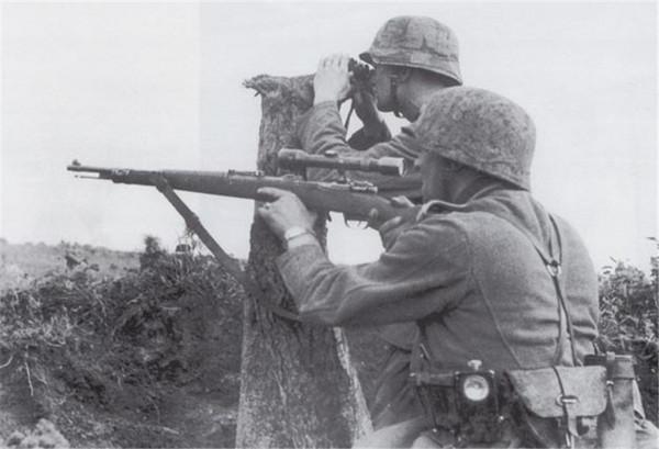 手持Kar98k毛瑟步枪的德国士兵