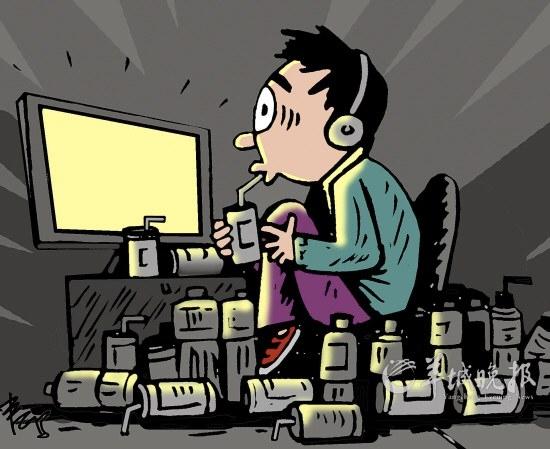 男子网吧通宵玩游戏后双臂无法上抬