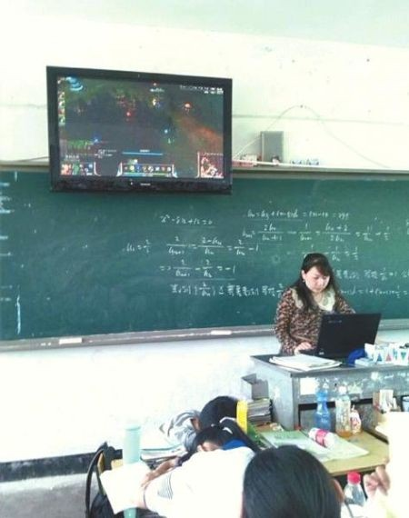 网传教师上课玩lol 校方回应画面系学生点开