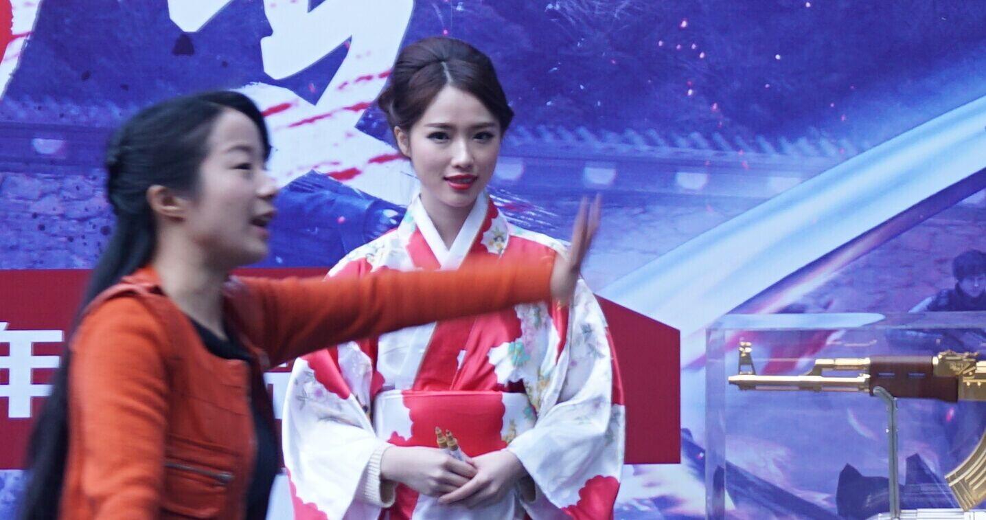 逆战12月新版本发布会 现场美女秀