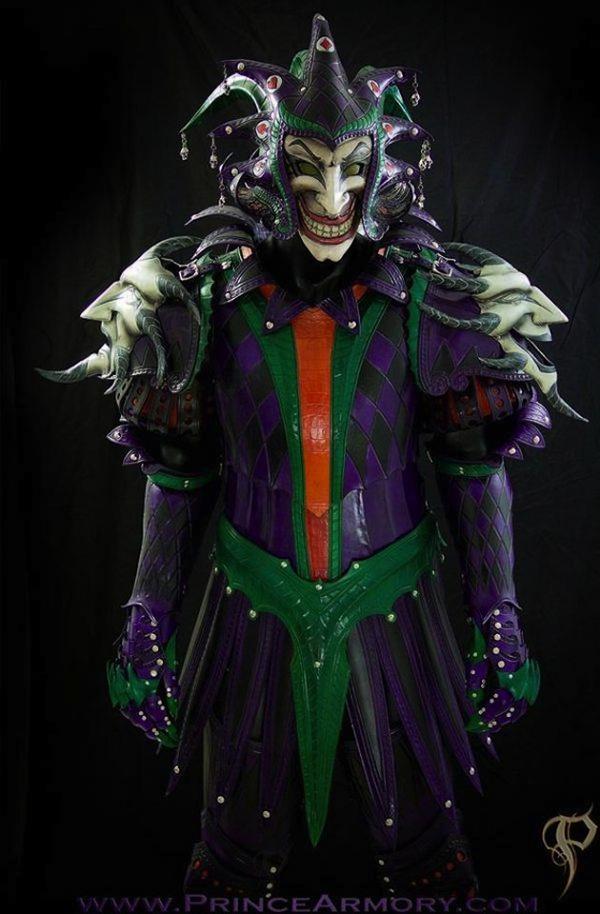 粉丝设计蝙蝠侠和小丑中世纪盔甲另类套装