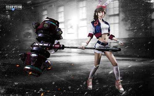 """《最终兵器》""""暴走之锤""""玩家cosplay出炉"""