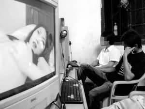 色情囹�a��dy��yd�a�9�_12岁男孩网上看色情片后